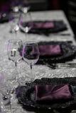 banta vatten för bandet för tabellen för det glass måttet för maträtten set Fotografering för Bildbyråer