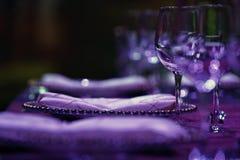 banta vatten för bandet för tabellen för det glass måttet för maträtten set Arkivbild