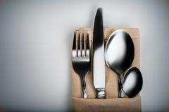banta vatten för bandet för tabellen för det glass måttet för maträtten set Arkivfoto