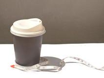 Banta vid kaffe Royaltyfri Fotografi