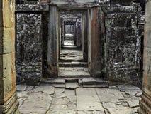 Bantaey Kdei korridor Royaltyfria Bilder