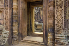 Bantaey Srei portal Arkivfoto