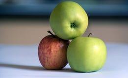 Bantar naturlig Apple vård- frukt Arkivfoton