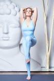 Bantar perfekt idrotts- för härlig sexig blond kvinna det förlovade diagramet Fotografering för Bildbyråer