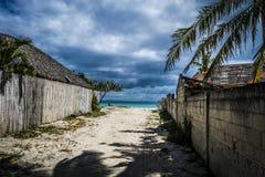 Bantayan - väg till stranden Royaltyfri Fotografi