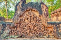Banteay Srei寺庙浅浮雕,柬埔寨 免版税库存照片