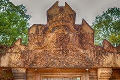 Banteay Srei寺庙红砂岩寺庙在吴哥,柬埔寨 免版税库存照片