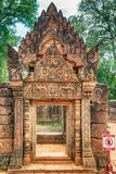 Banteay Srei寺庙红砂岩寺庙在吴哥,柬埔寨 库存照片