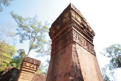 Banteay Srei,吴哥寺庙,柬埔寨石柱子  免版税库存照片