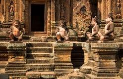 Banteay Srei skulpturer fotografering för bildbyråer
