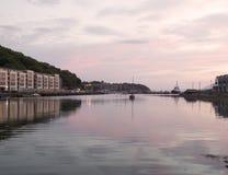 Bantry-Hafen an der Dämmerung lizenzfreie stockbilder