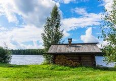 Banya ruso en la orilla del río Fotografía de archivo libre de regalías