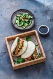 Bao-Brötchen mit dem Schweinebauch, gedämpftes Sandwich, gua bao lizenzfreie stockfotos