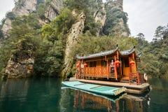 BaoFeng sjö i Wulingyuan det sceniska området royaltyfria foton