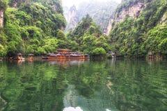 Baofeng sjölandskap royaltyfri foto