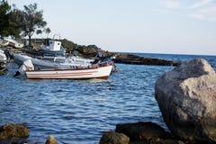 Baots da pesca no fuzileiro naval pequeno foto de stock