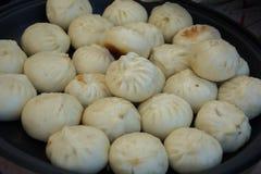 Baozi, китайская еда, хлеб заполненный с овощами, мясо или свинина стоковые изображения rf
