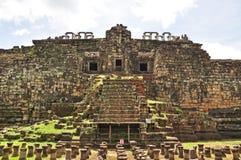 Baphuon tempel arkivbilder