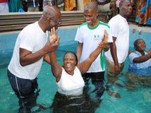 BAPTÊME DANS L'ÉGLISE EVENGELIQUE Photographie stock libre de droits