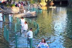 Baptismo cristão do ritual dos peregrinos fotografia de stock