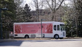 Baptist Hospital Breast Cancer Screening buss fotografering för bildbyråer