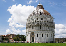 Baptisterio en el cuadrado de milagros - Pisa - Italia Imágenes de archivo libres de regalías
