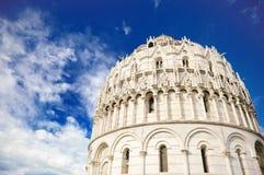 Baptistery av Pisa den sceniska sikten, Tuscany, Italien royaltyfri bild