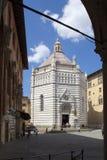 Baptistery av San Giovanni i corte, pistoia, tuscany, Italien, Europa fotografering för bildbyråer