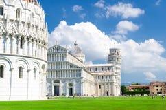Baptistery Battistero de Pisa, domo Cattedrale da catedral de Pisa e torre inclinada imagem de stock royalty free