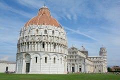 Baptistery, domkyrka och lutande torn i Pisa Royaltyfri Fotografi