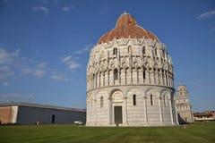Baptistery e a torre inclinada de Pisa Foto de Stock Royalty Free