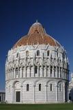 Baptistery på Pisa arkivbild