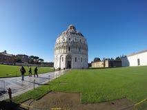 Baptistery van de Kathedraal van Pisa - externe mening Stock Afbeeldingen