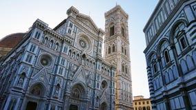 Baptistery van San Giovanni en Basiliekdi Santa Maria del Fiore met Giotto-campanile torenklok en Brunelleschi-koepel stock foto's