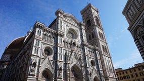 Baptistery van San Giovanni en Basiliekdi Santa Maria del Fiore met Giotto-campanile torenklok en Brunelleschi-koepel royalty-vrije stock afbeeldingen