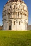 Baptisteryansicht in Pisa Stockfotografie