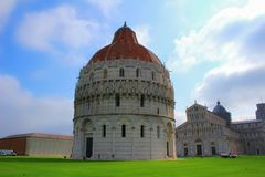 Baptisteryen i Pisa, Italien royaltyfria bilder