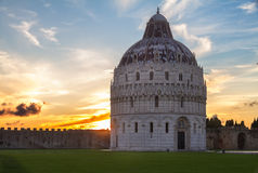 Baptistry de Pisa no por do sol, Italy Fotos de Stock Royalty Free