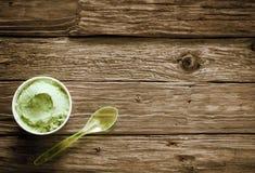Baquet à emporter de crème glacée italienne verte crémeuse Photo libre de droits