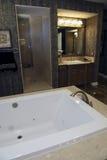Baquet à la maison de luxe de salle de bains Photographie stock libre de droits