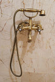 Baquet et bassin intérieurs de salle de bains Images libres de droits