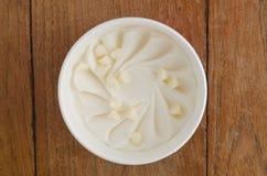 Baquet italien de crème glacée de chocolat blanc Photographie stock libre de droits