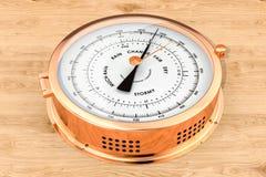Barómetro en el fondo de madera, representación 3D stock de ilustración