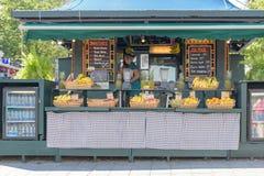 Bar à jus coloré dans le Canada de Montréal Images stock