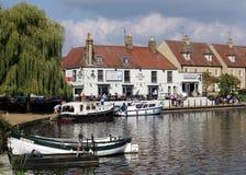 Bar aan de Kant van de Rivier Grote Ouse, Ely, Cambridgeshire, Engeland Royalty-vrije Stock Foto