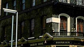 Bar archivistique de Londonien de Londres banque de vidéos