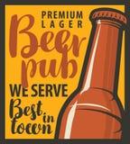 Bar avec des bouteilles de bière Photographie stock libre de droits