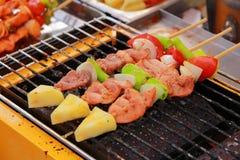 Bar-B-Q ή BBQ σχάρα των οβελιδίων κρέατος Στοκ Εικόνες