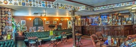 Bar britânico tradicional Fotos de Stock Royalty Free