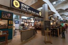 Bar célèbre à l'intérieur d'aéroport de Cologne Bonn Images stock